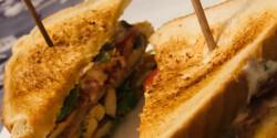 Csirkés Club szendvics