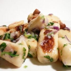Gnocchi- petrezselyemmel, lila hagymával