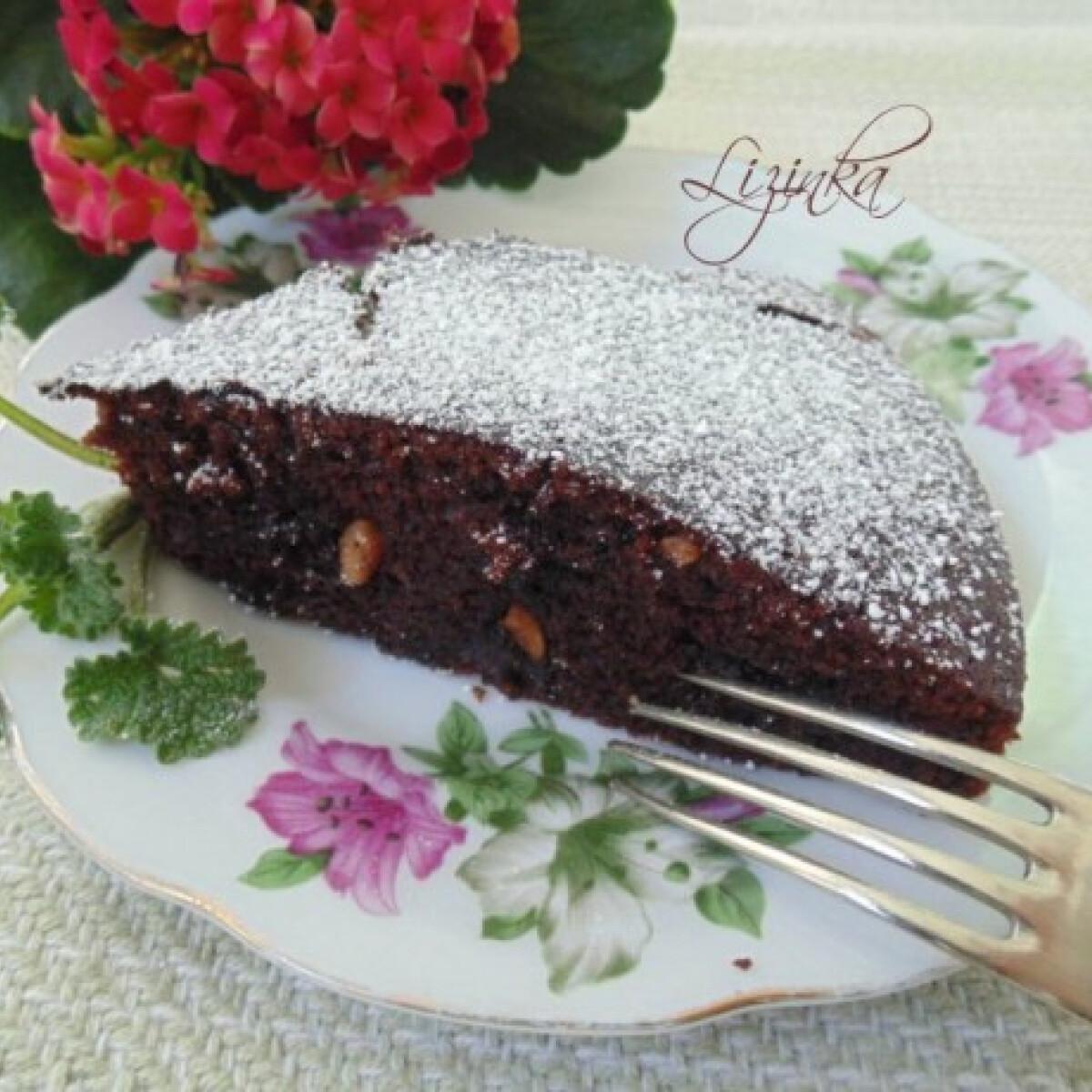 Mézes-mogyorós csokoládétorta
