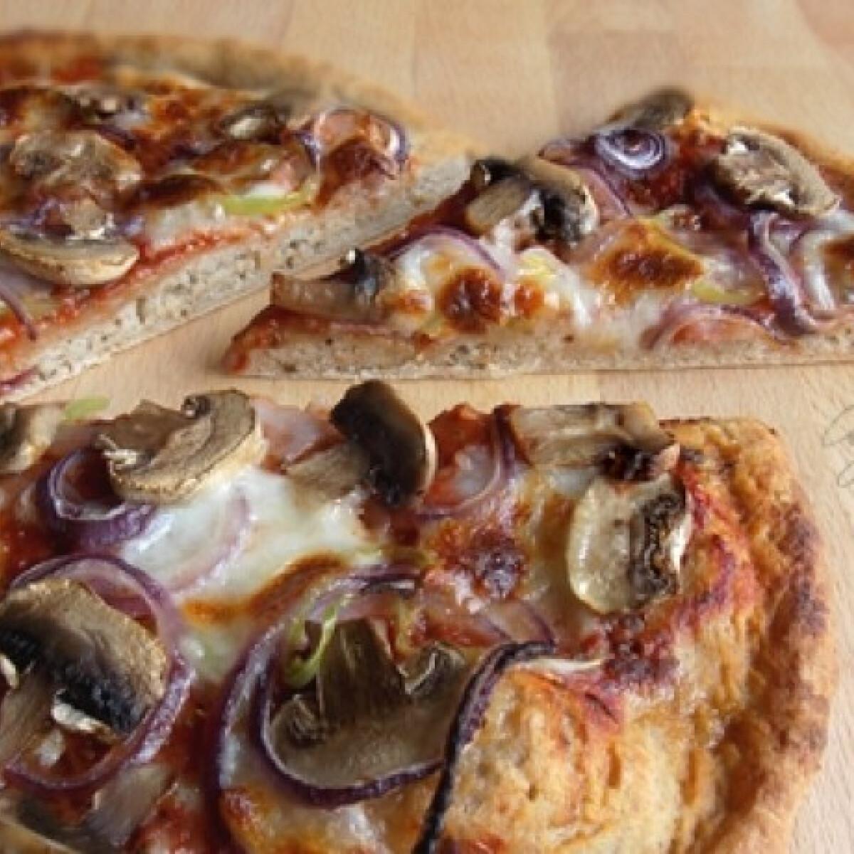 Ezen a képen: Pizza teljes kiőrlésű liszttel-kovásszal