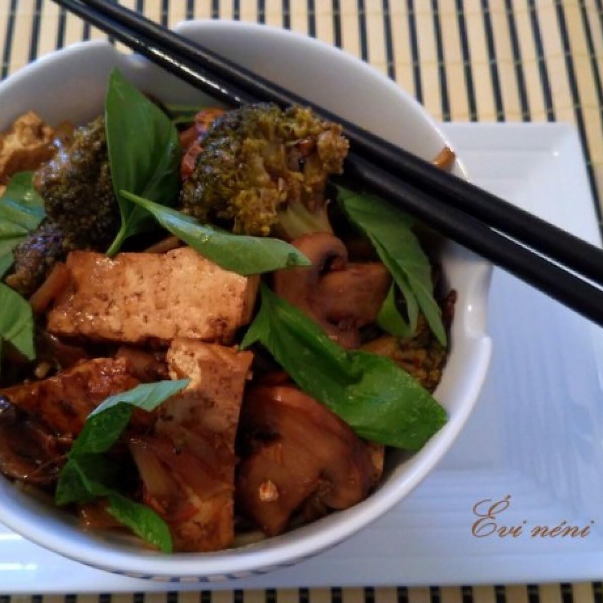 Ezen a képen: Vegetáriánus ázsiai fogás