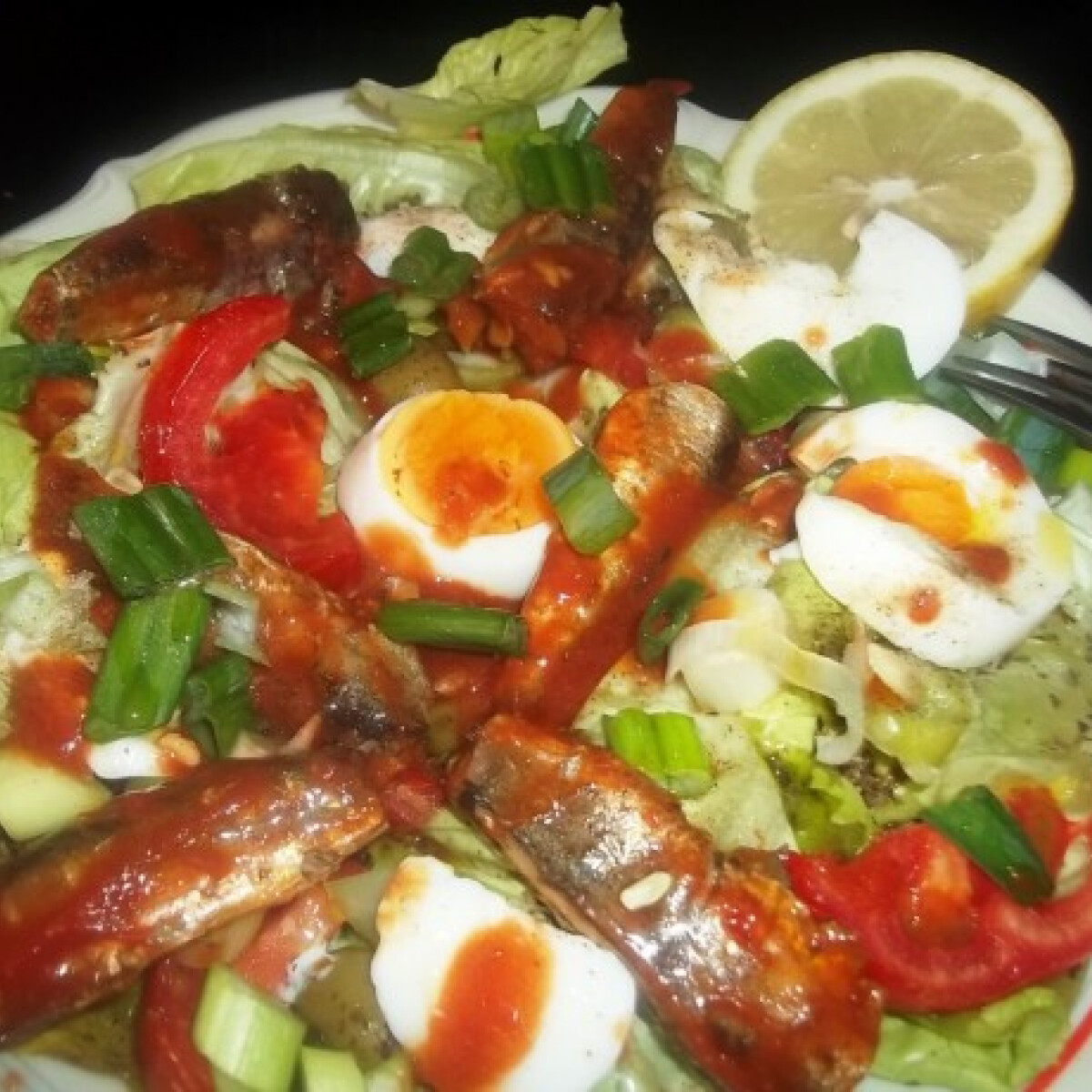 Szardíniás-tojásos saláta