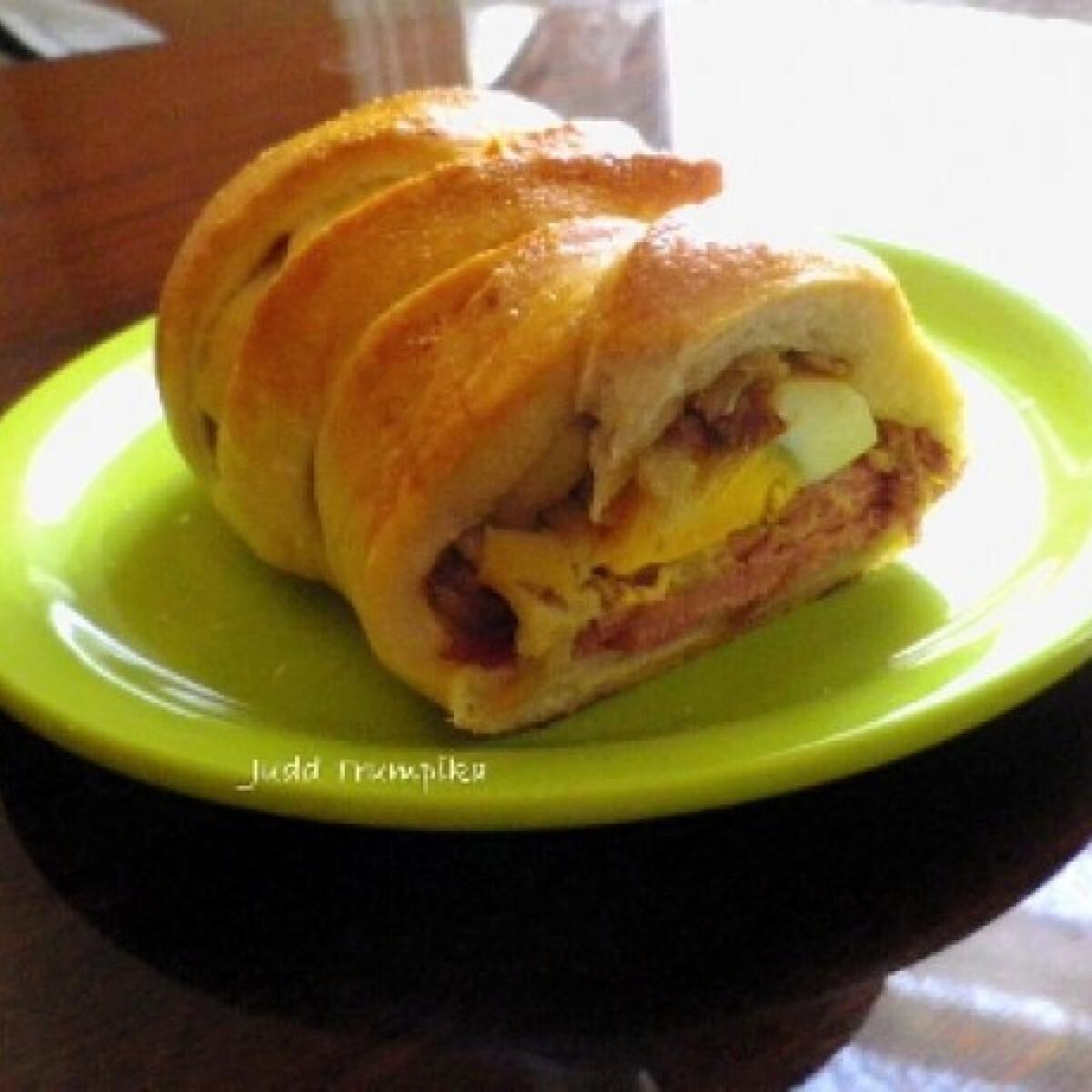Ezen a képen: Töltött kenyér Judd Trumpika konyhájából