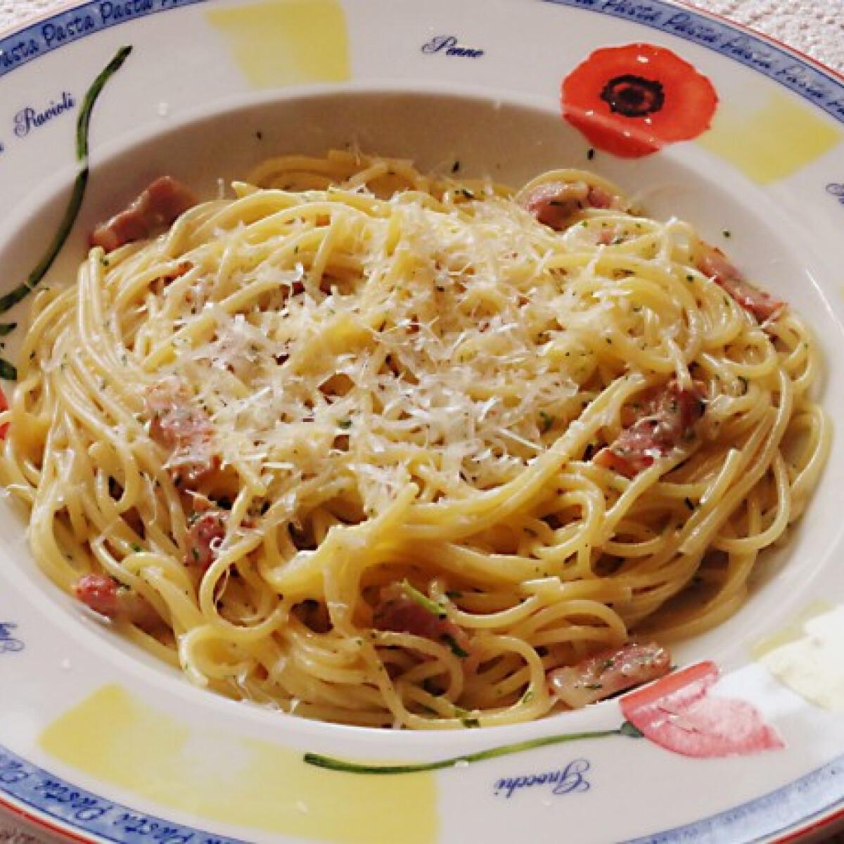 Ezen a képen: Spaghetti Carbonara Glaser konyhájából