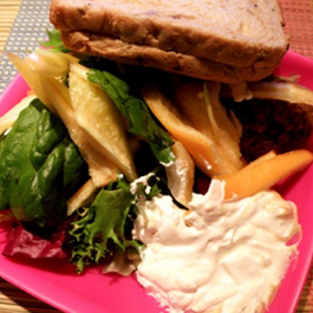 Ezen a képen: Madárkaja - avagy salátavacsora husival
