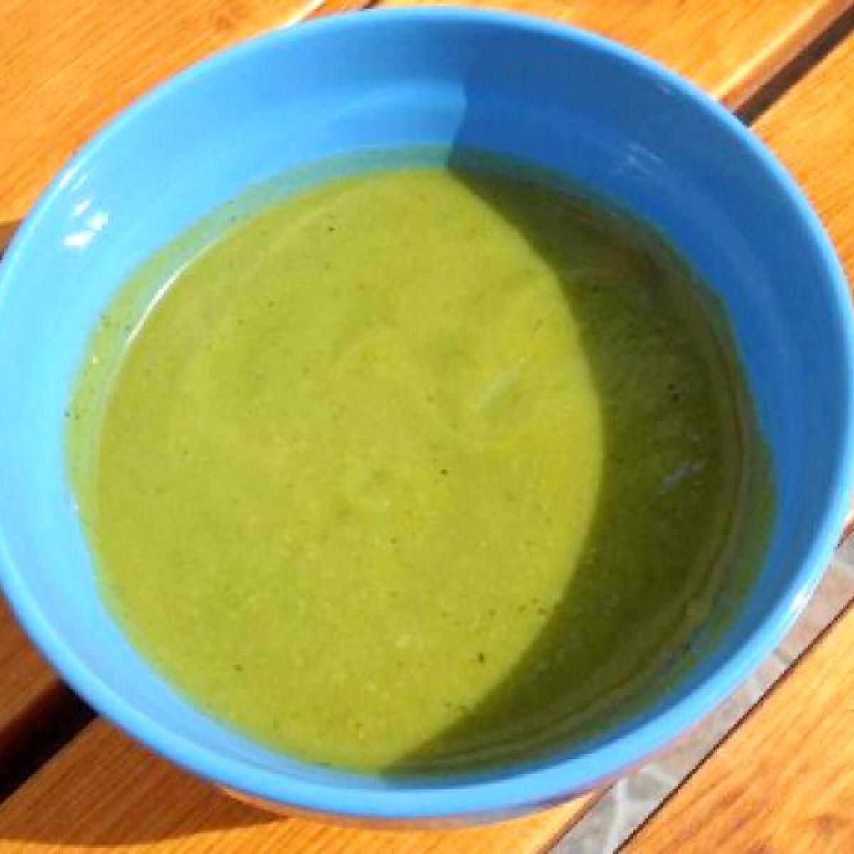 Ezen a képen: Extra zöld brokkolileves