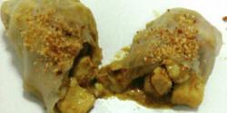 Csirke curry rizslapba csavarva