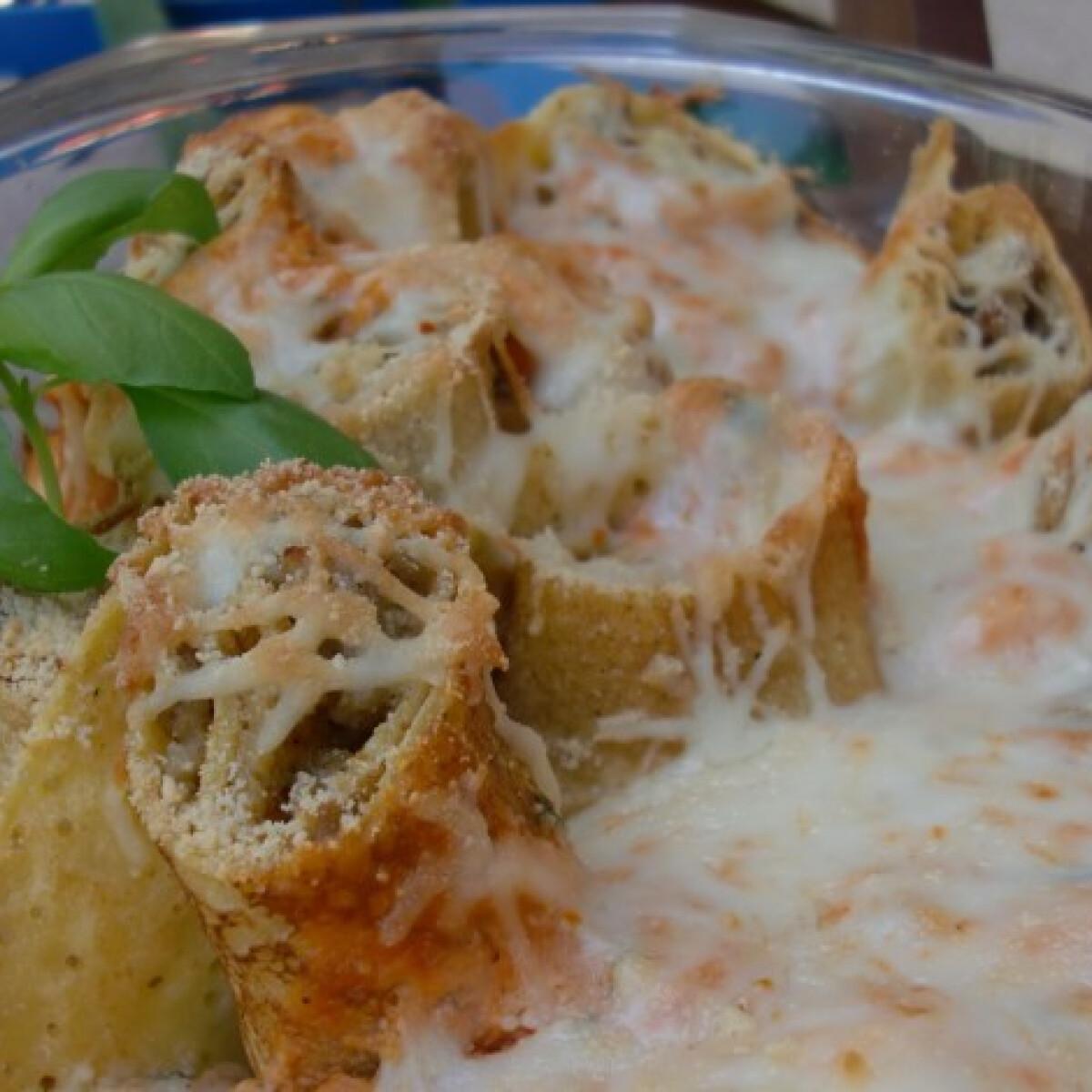 Húsos palacsintacsiga sajtkrémmártásban sütve