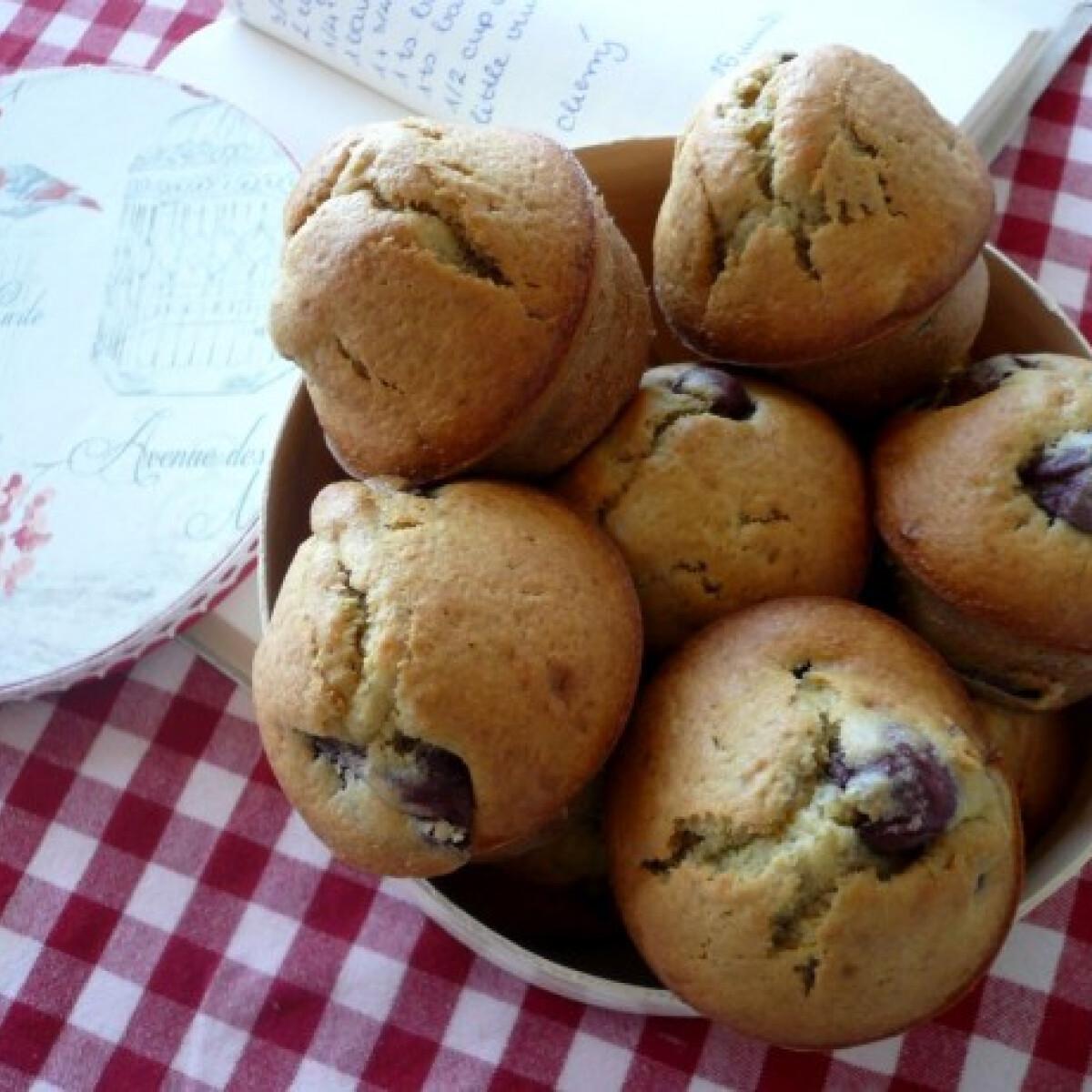 Ezen a képen: Egyszerű meggyes-banános muffin