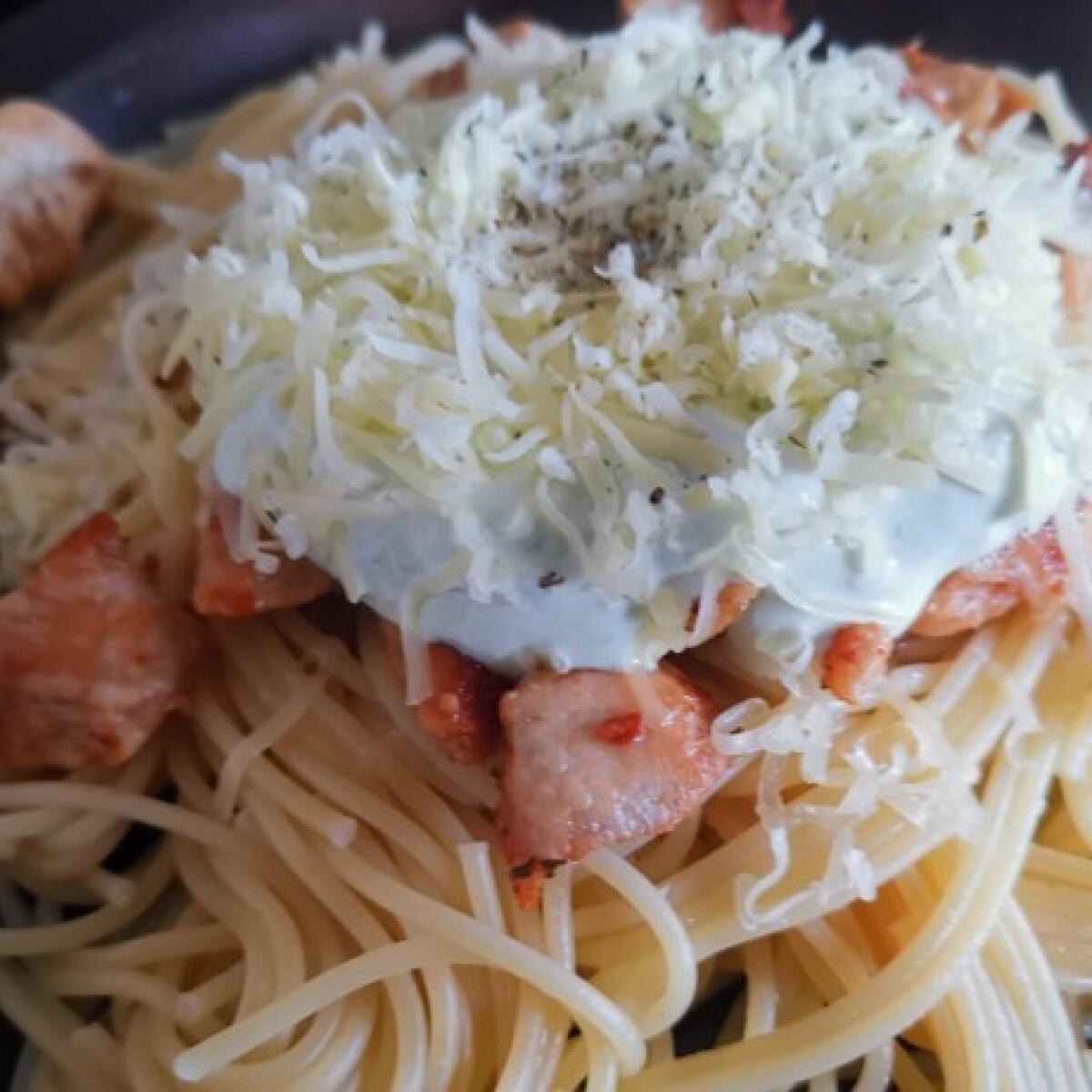 Ezen a képen: Csirkemelles spagetti avokádós-tejfölös szószban