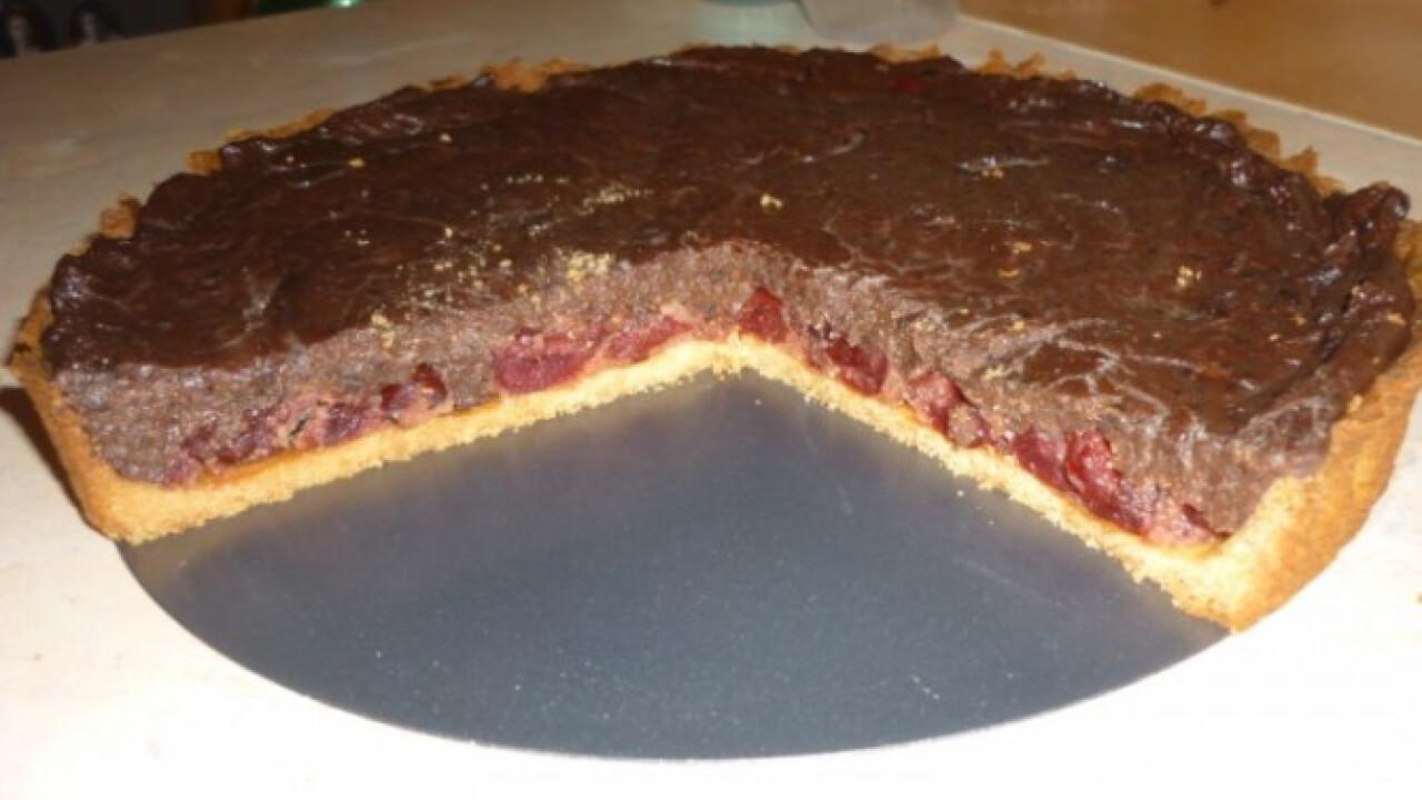 Főzött csokikrémes-cseresznyés pite