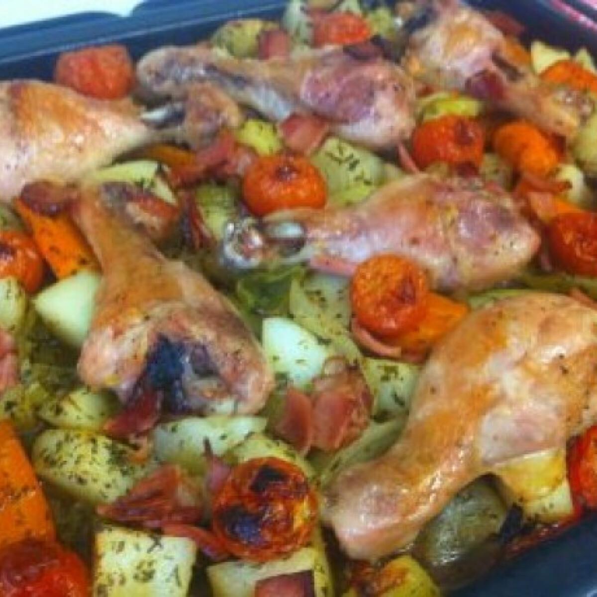Tepsis zöldségekkel sült csirkecombok
