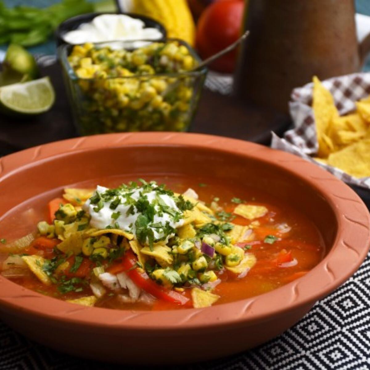 Ezen a képen: Mexikói húsleves kukorica salsával