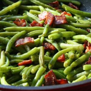 Baconös zöldbab