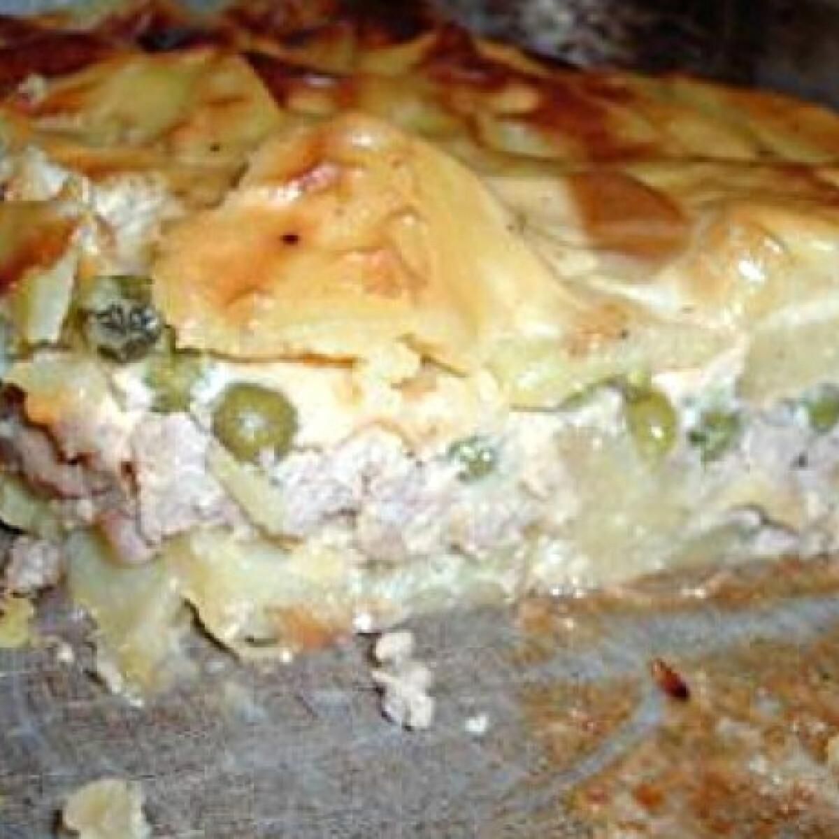 Zöldborsós-füstölt sajtos rakott krumpli