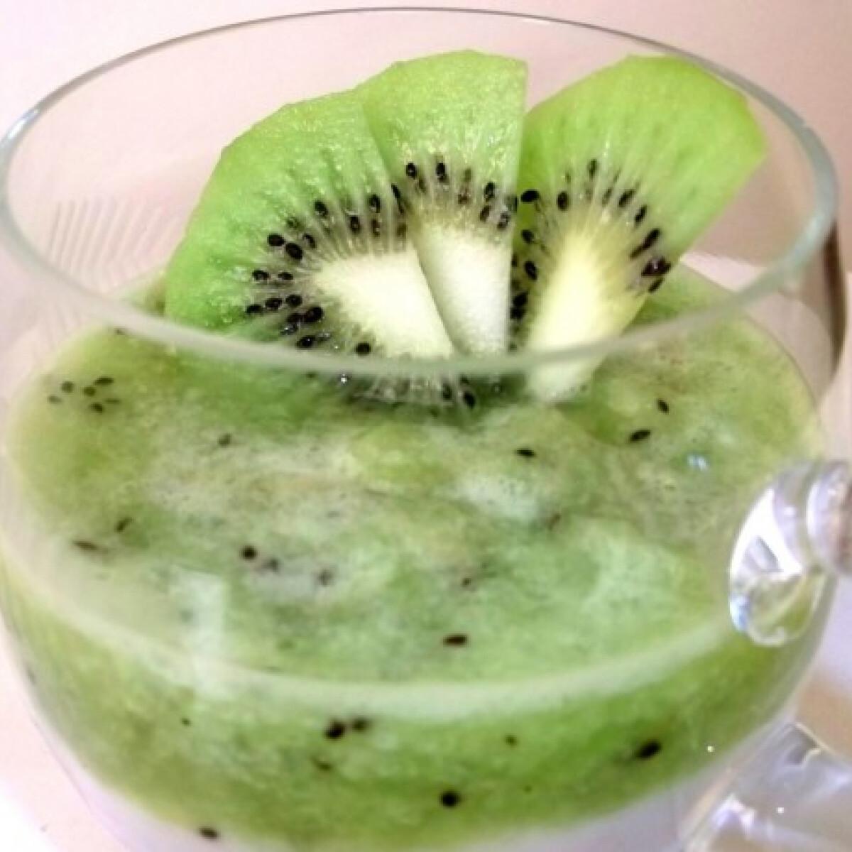 Ezen a képen: Kivis-joghurtos pohárkrém