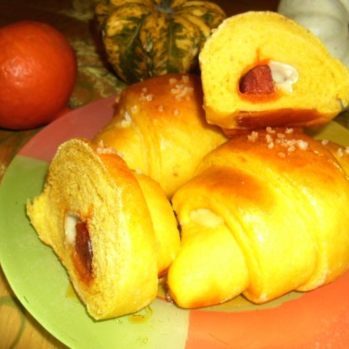 Ezen a képen: Sütőtökös-kolbászos kiflik tang zhonggal