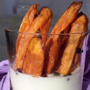 Édesburgonya chips joghurtos mártogatóssal