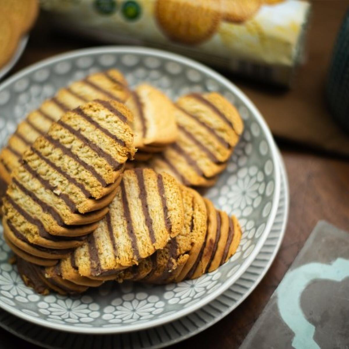 Ezen a képen: Cukormentes kekszes süti