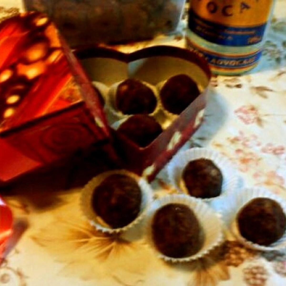 Ezen a képen: Tojáslikőrös kekszgolyók