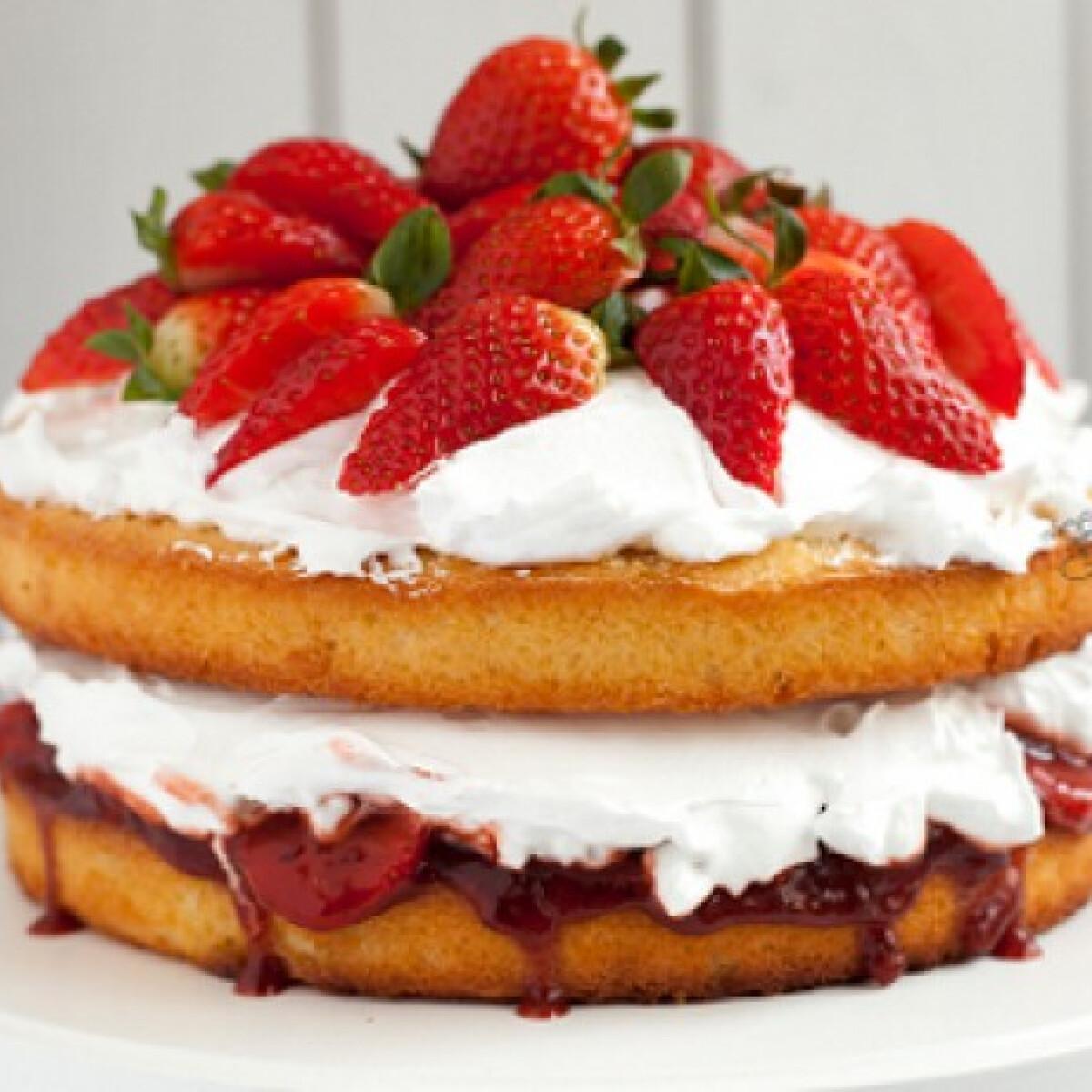 Ezen a képen: Viktória torta Emőke konyhájából