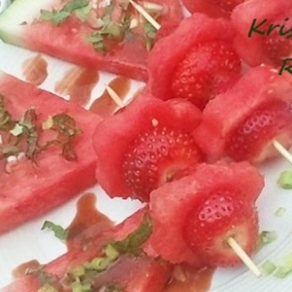 Ezen a képen: Görögdinnye szendvicsek pikáns szósszal