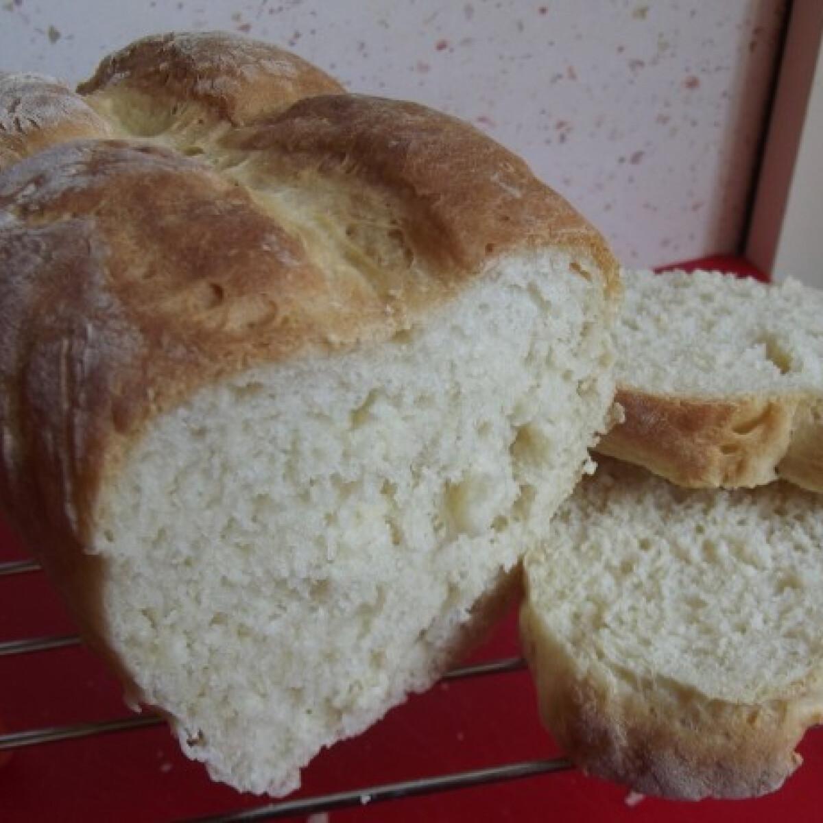 Ezen a képen: Fehér kenyér Bundáskenyérszeműke konyhájából
