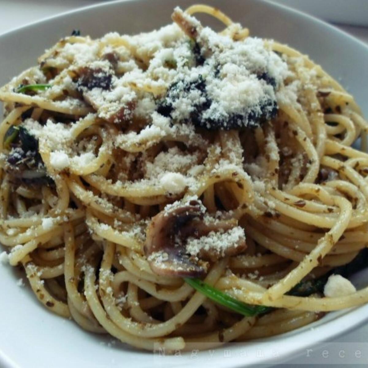 Spenótos-gombás-pestós spagetti