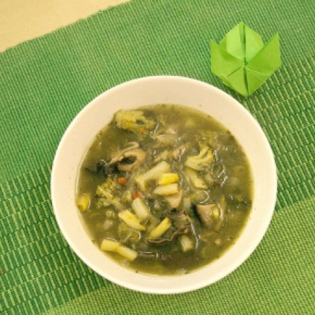 Ezen a képen: Zöld curry leves