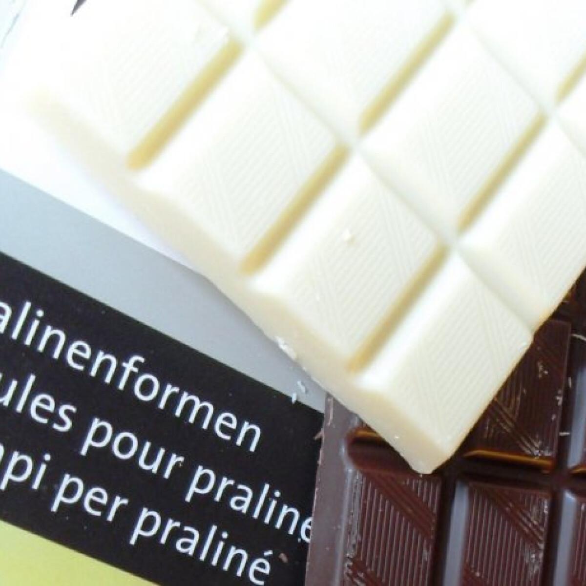 Ezen a képen: Csokiolvasztás torta bevonásához
