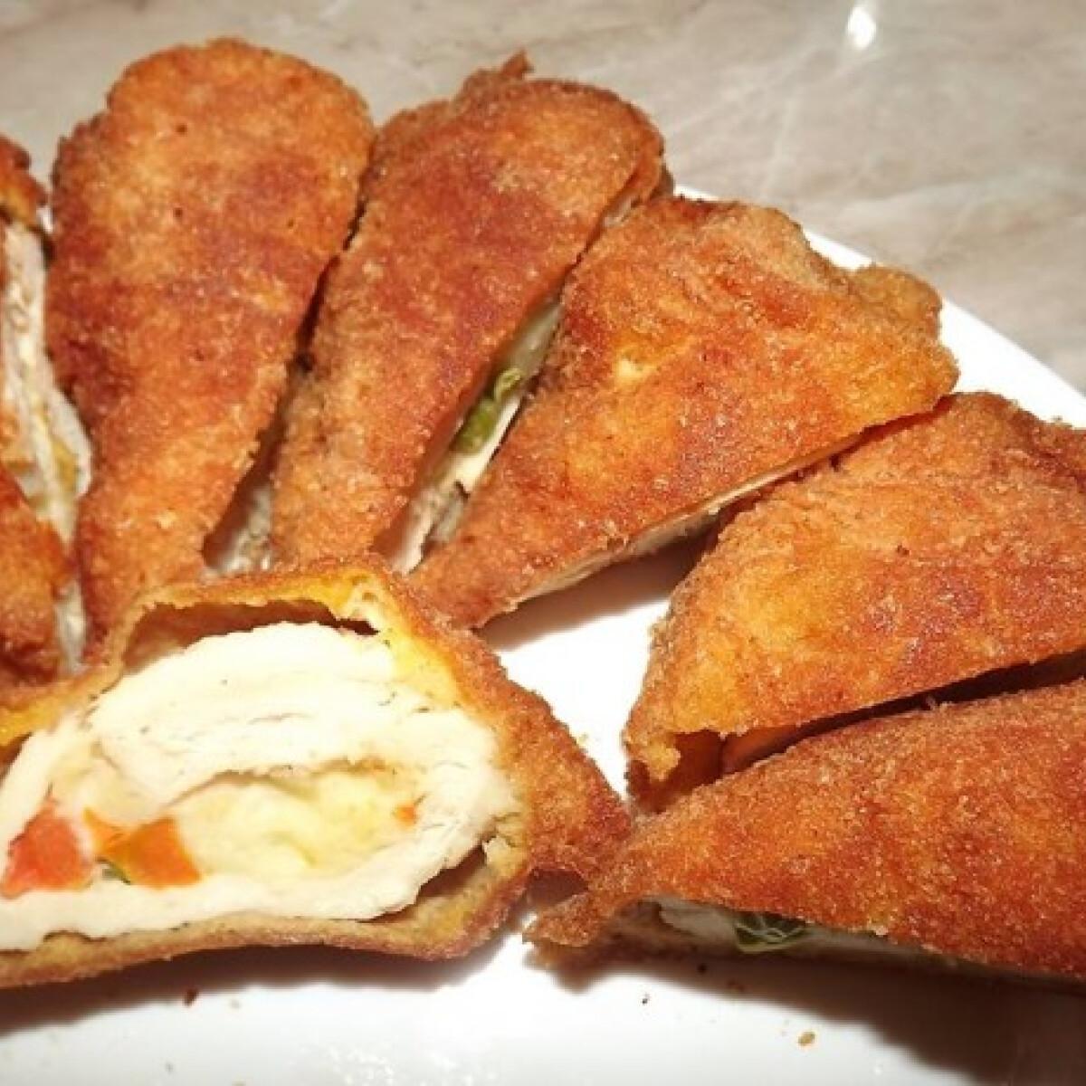 Ezen a képen: Zöldségekkel töltött csirkemell rántva