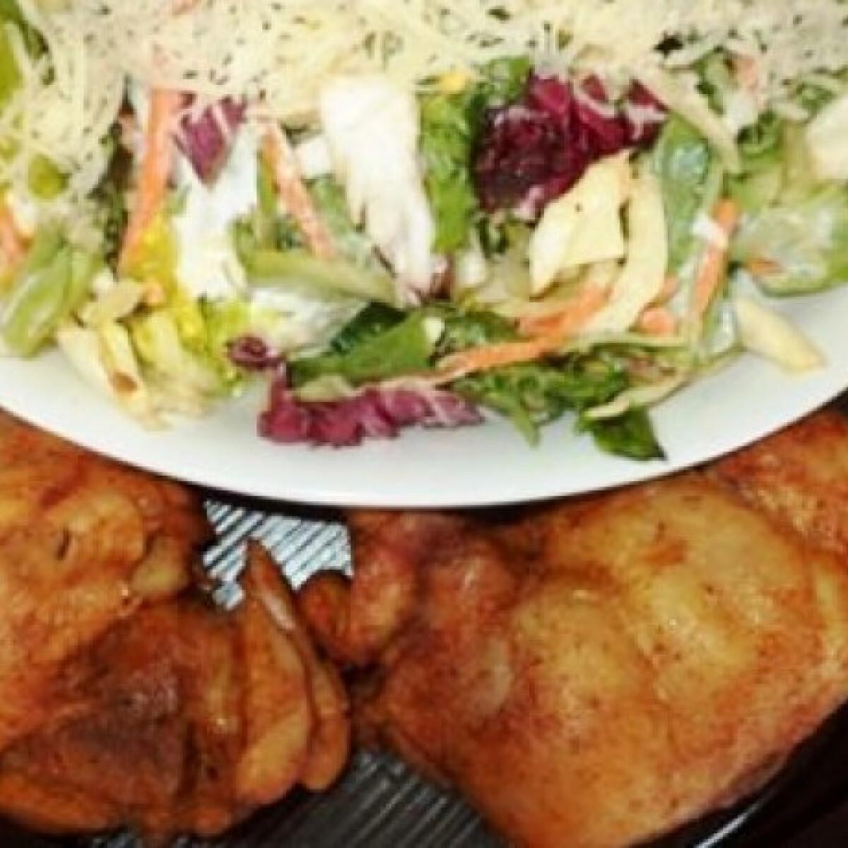 Ezen a képen: Sült csirkecomb salátával Gabystól