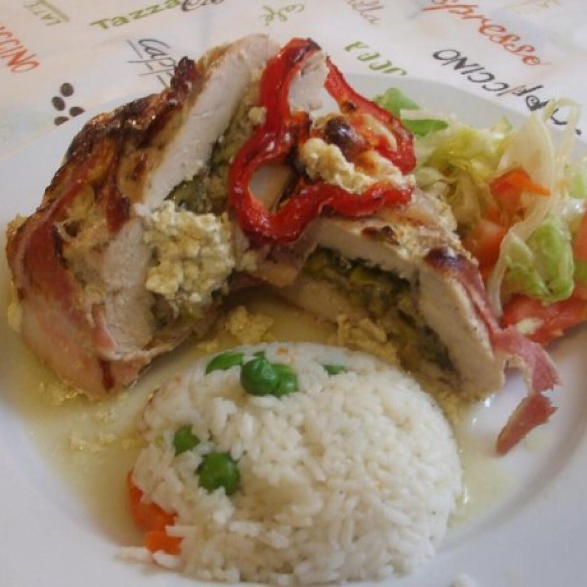 Ezen a képen: Juhtúrós pórés csirkemell sajtmártással