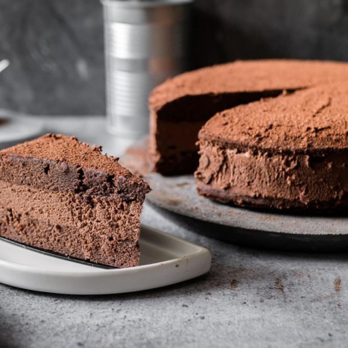 Ezen a képen: Egyszerű Rigó Jancsi-torta