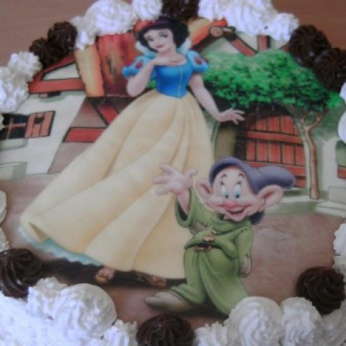 Ezen a képen: Csupacsoki torta