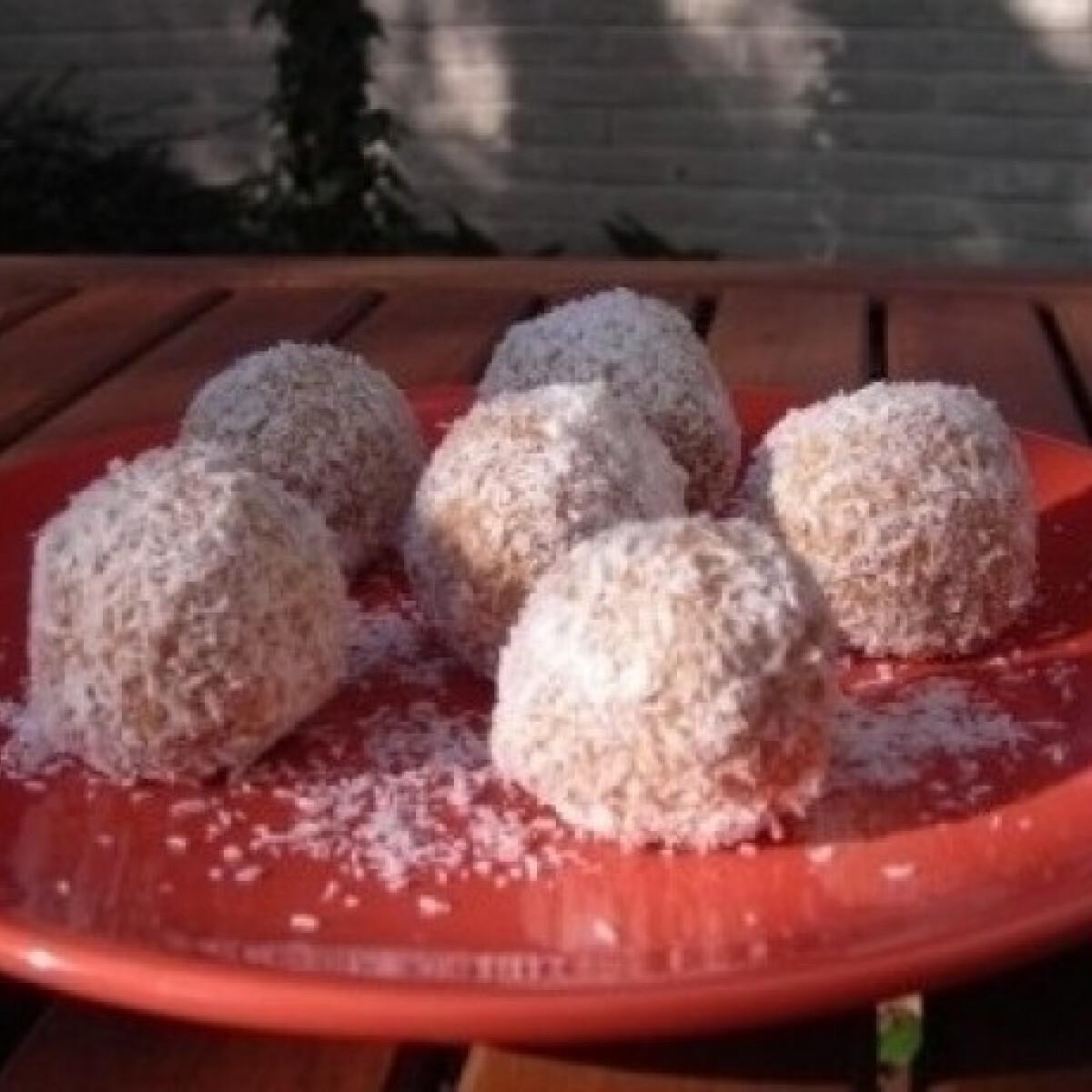 Ezen a képen: Gesztenyés kókuszgolyó