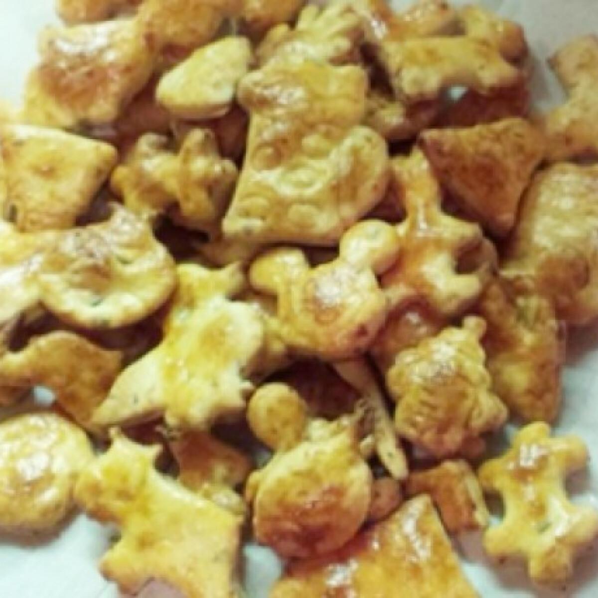 Ezen a képen: Olívás-füstölt gomolyás kekszek