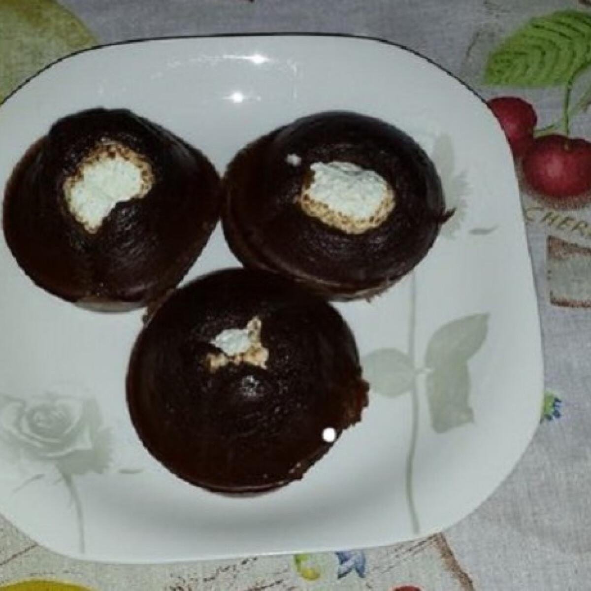 Ezen a képen: Szénhidrátcsökkentett csokis-túros muffin