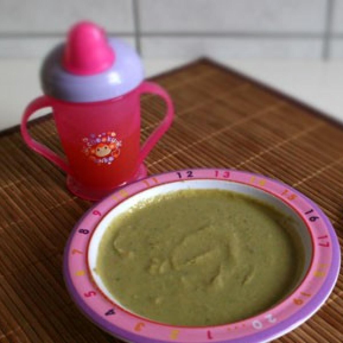 Ezen a képen: Zöldbabos-májas brokkolifőzelék babáknak
