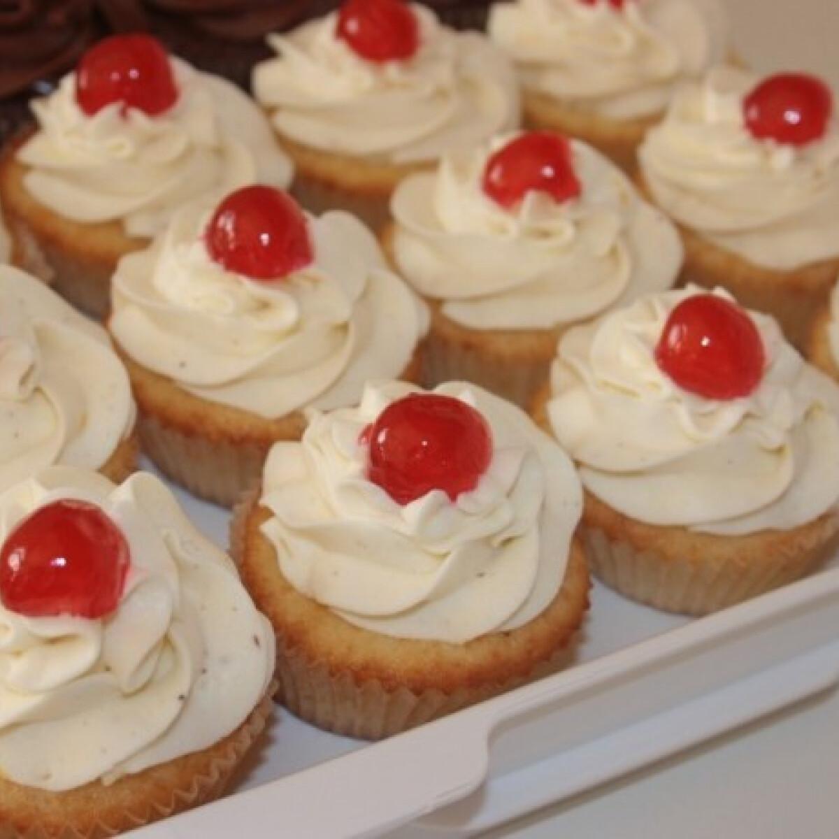 Ezen a képen: Citromos sajttortás cupcake