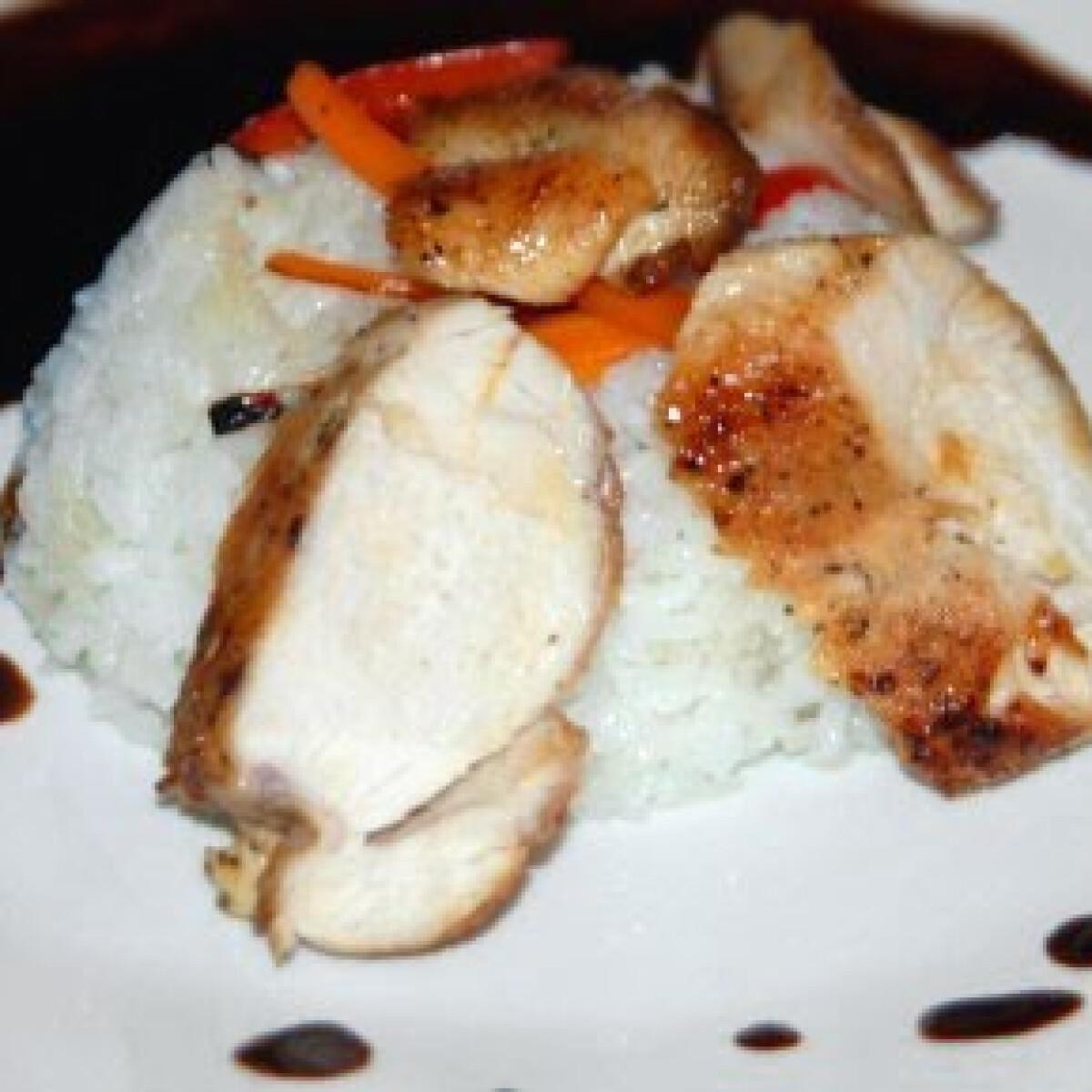 Csirkemell gyömbérszósszal és jázmin rizzsel