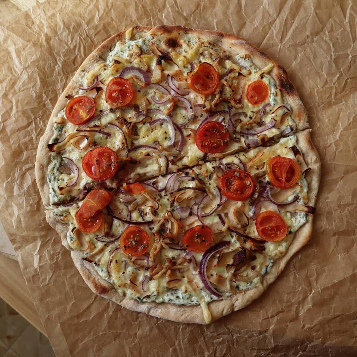 """Ezen a képen: """"Kovászos"""" pizza"""