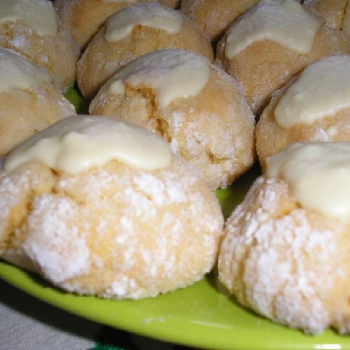 Ezen a képen: Kókuszos-lime-os crinkle cookie