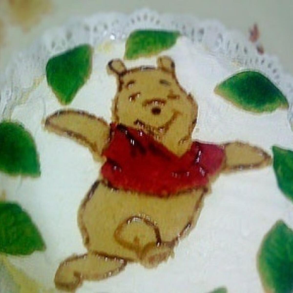 Ezen a képen: Névnapi torta -hamis marcipán díszítéssel