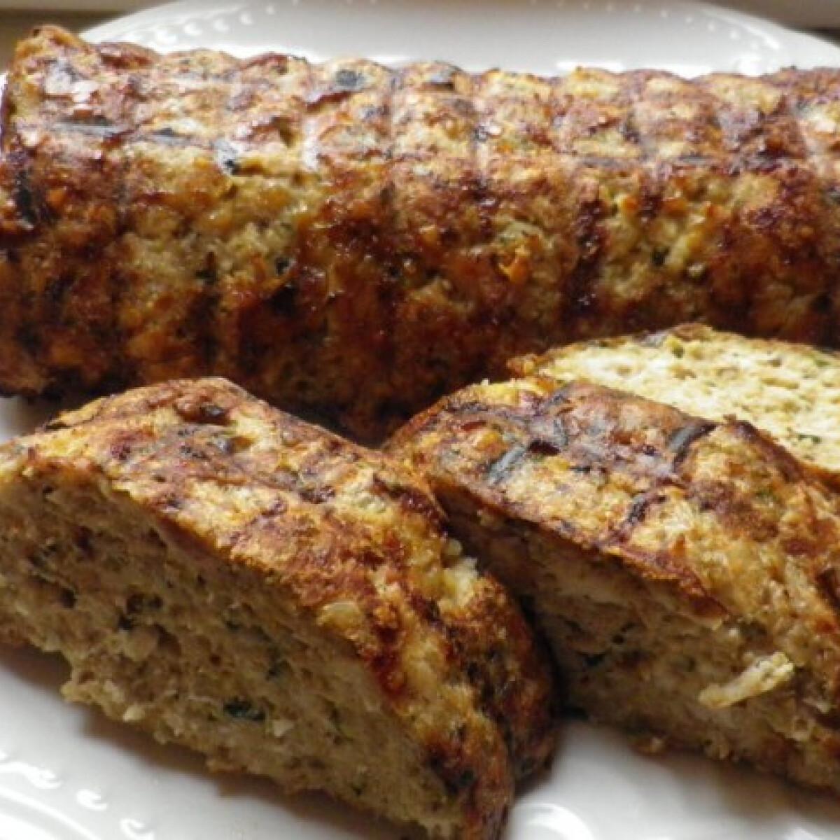 Ezen a képen: Egybesült fasírt csirkéből