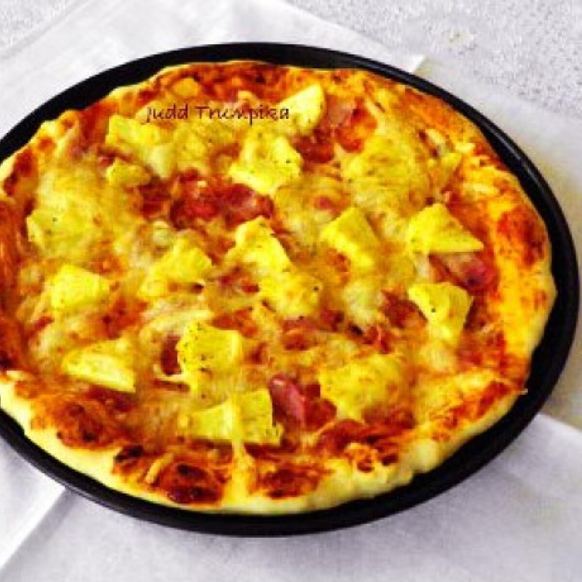 Ezen a képen: Baconös-ananászos pizza