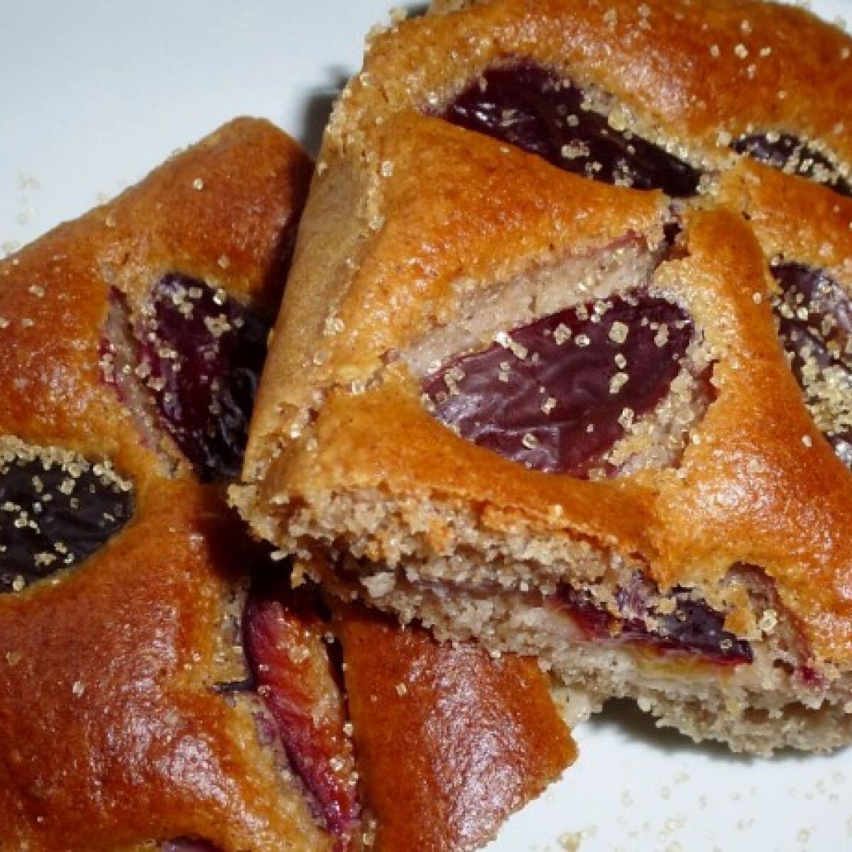Ezen a képen: Fahéjas-mandulalisztes süti szilvával