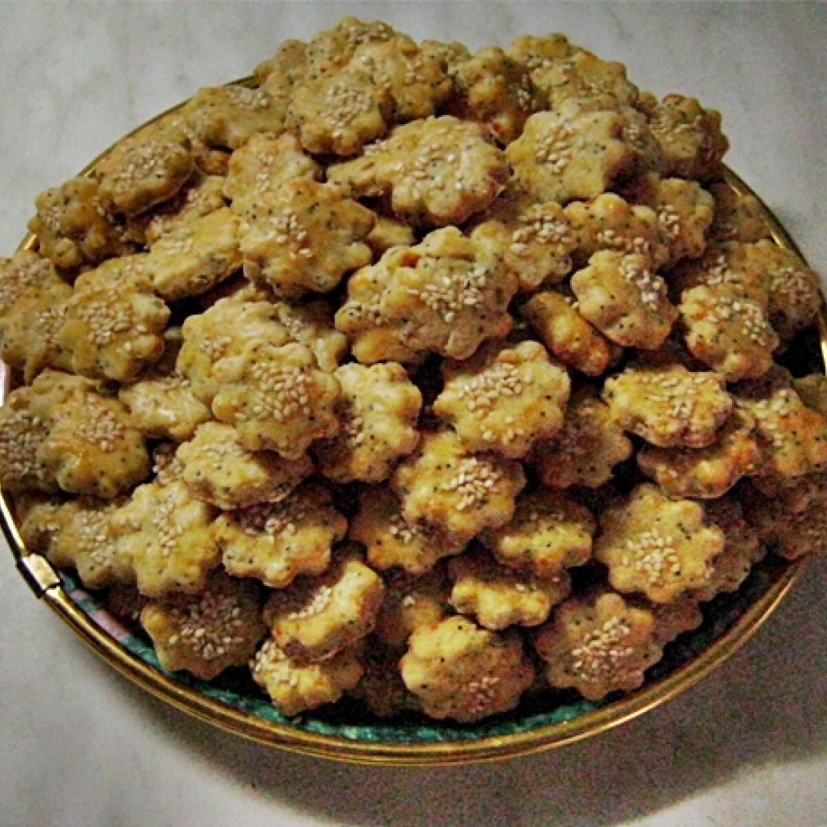 Ezen a képen: Szezámmagos-sajtos virágok
