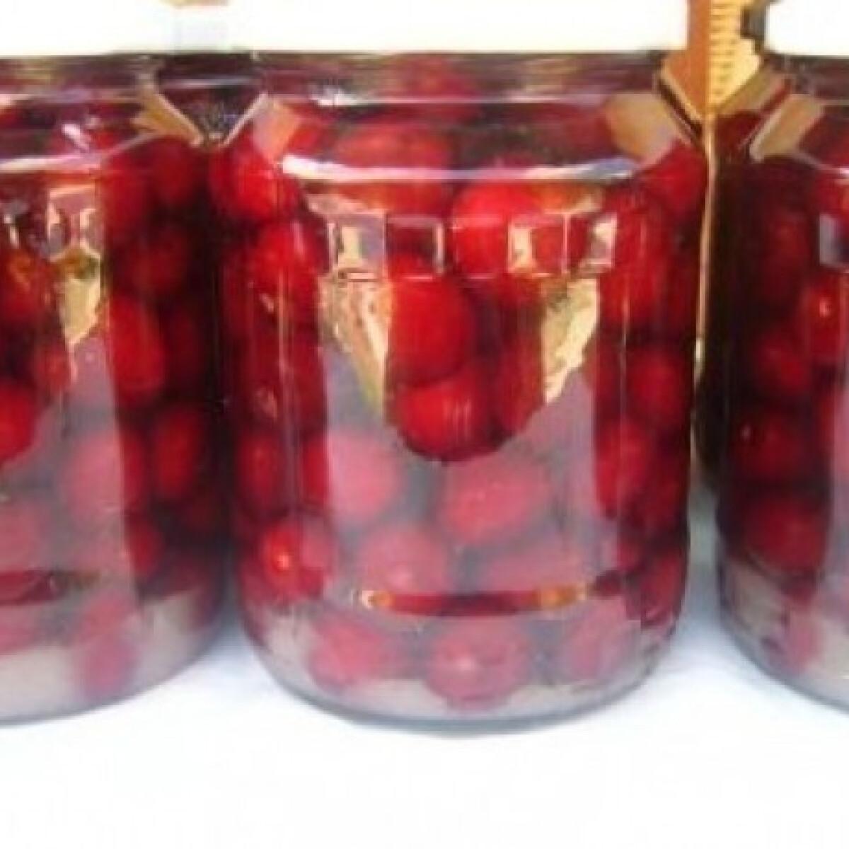 Ezen a képen: Cseresznyebefőtt 2.
