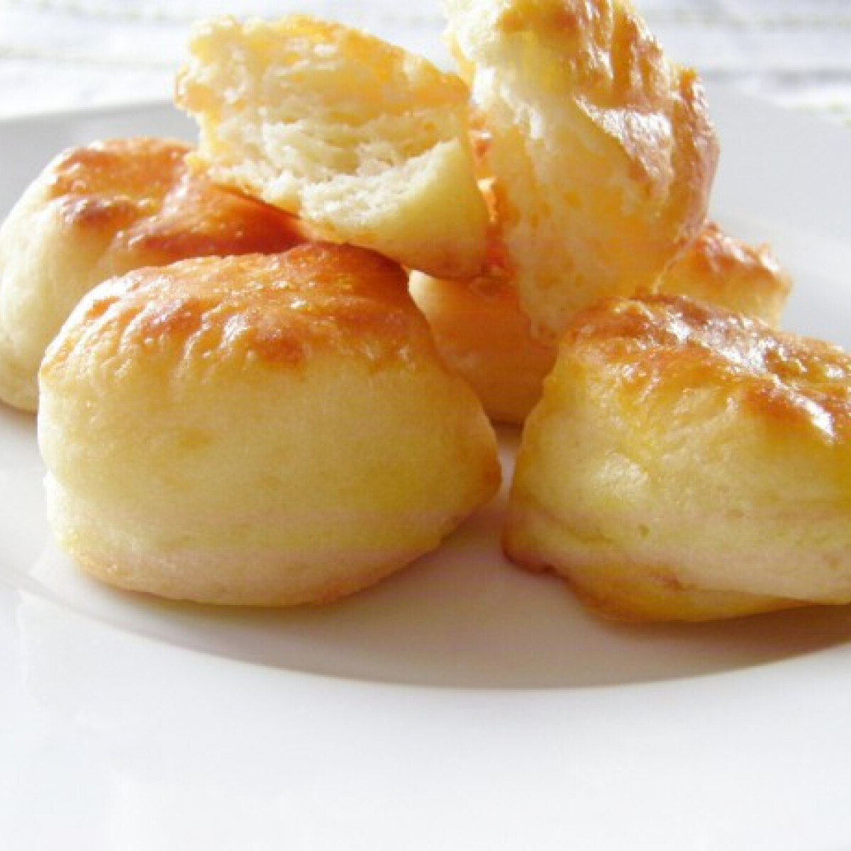 Ezen a képen: Villámgyors sajtos-túrós pogácsa